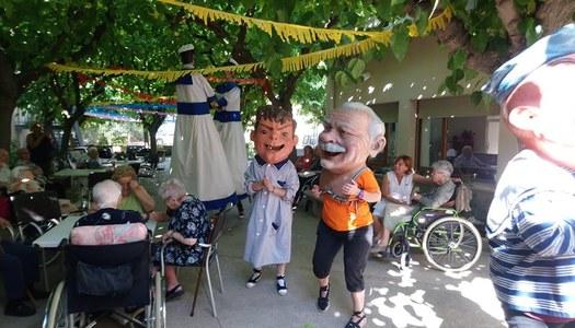 Tàrrega - Tarda de convivencia amb la gent gran a la residencia Sant Antoni.